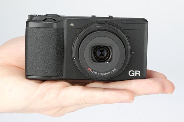 Ricoh GR là mẫu máy ảnh compact với ống kính tiêu cự cố định