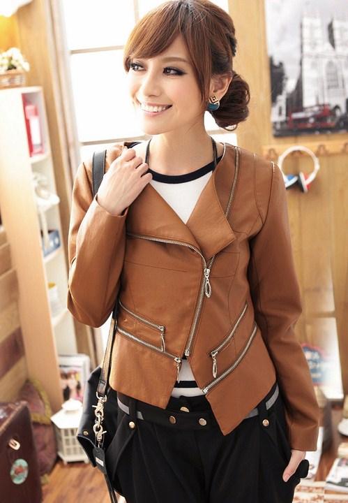 Những mẫu áo khoác nữ mùa thu hợp dáng người với nhiều màu sắc khác nhau thể hiện phong cách của từng người.