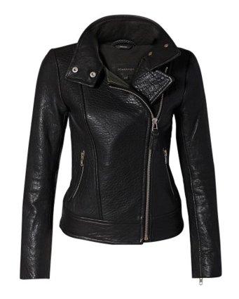Phong cách, mạnh mẽ và cá tính với áo khoác da thu đông Mackage Lisa Leather Biker jacket. Đây là loại áo khoác da đặc trưng của các tay đua, không chỉ dành cho những cô nàng cá tính mạnh, mà giờ đây nó đã trở thành món đồ không thể thiếu trong tủ quần áo của phái đẹp mỗi khi mùa thu đông về. Với chụp cổ áo phía trước giúp đón những cơn gió mát lành của mùa thu. Các nàng có thể mix kiểu áo khoác da này cùng quần jeans, chân váy hoặc váy liền. Hiện kiểu áo này được bán với mức giá chính thức khoảng 14.628.000 đồng.