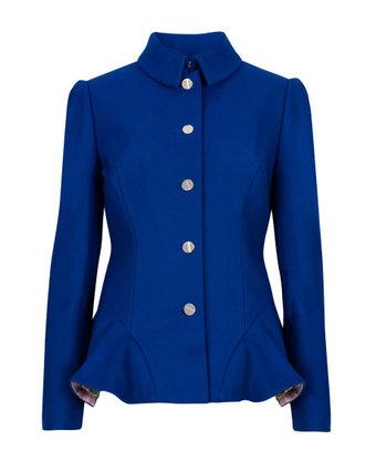 Áo khoác dạ dạng ngắn Bracti Wool Peplum Coat màu xanh ngọc bích của Ted Baker cho cô nàng công sở: Mẫu áo khoác ngắn đến hông, form nhỏ này vẫn cơ bản là áo khoác dạ xù và áo khoác dạ mịn. Phần eo hơi chiết vào tạo dáng ôm sát. Dạ dầy, bên trong có lót nylon hơi bóng đồng màu áo bên ngoài. Tùy theo sở thích khác nhau mà các nàng có thể lựa chọn cho mình những chiếc áo khoác dạ nữ dạng ngắn 2014 đẹp và ấm áp ngay cả trong những ngày đại hàn. Kiểu áo khoác dạ dáng ngắn này giúp người mặc tôn dáng, trẻ trung và năng động hơn rất nhiều. Hiện mẫu áo khoác dạ này được bán với mức giá khoảng 9.010.000 đồng.