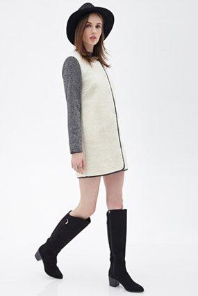 Áo lông cừu được xem là chất liệu phổ biến nhất trong các loại lông thú hiện nay. Loại áo này có thể kết hợp với các loại đầm liền ôm bó vào cơ thể, hay Jean denim tối màu cá tính cùng giày da ngựa sẽ giúp các nàng trông sành điệu hơn, vừa nhấn mạnh những đường cong cơ thể, vừa tạo tính thời trang cho người mặc. Cùng tham khảo mẫu áo khoác lông cừu Shearling and Tweed Coat của Forever 21 với mức giá khoảng 886.000 đồng này nhé!