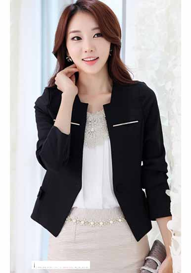 Các nàng sẽ trông đặc biệt và sang trọng hơn khi kết hợp sơ mi trẻ trung và nổi bật cùng vest đen lịch lãm.