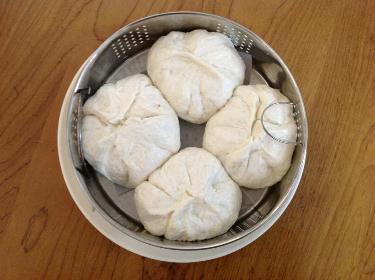 nặn bánh bao nhân thịt