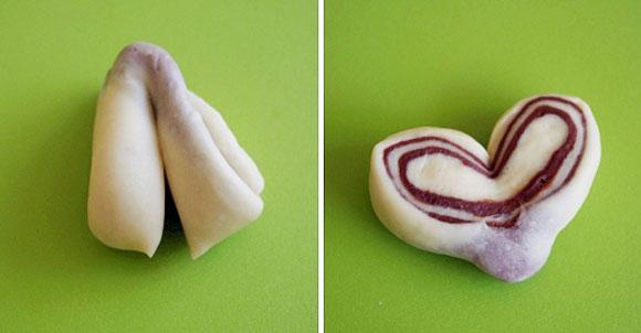 Dùng dao cắt đôi ở đoạn giữa khối bột vừa gập, nhưng không cắt đứt. Mở hai mặt ra là bạn có một chiếc bánh hình trái tim với những đường vân ca cao khá đẹp mắt.