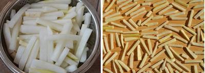 Bạn kiểm tra thấy các miếng củ cải teo bớt, phần nước lại tiết ra khá nhiều thì vớt ra để ráo. Xếp đều củ cải ra mẹt hoặc mặt gỗ phẳng, sạch để hong khô dưới ánh mặt trời chừng 2 – 3 nắng.