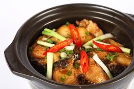 Nếu thích ăn cay thì cho thêm 1 muỗng cafe ớt bột hoặc vài trái ớt đỏ xắt thành từng lát mỏng.