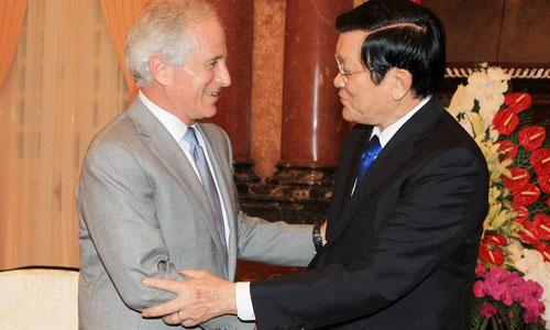 Mỹ quyết định bỏ lệnh cấm bán vũ khí cho Việt Nam