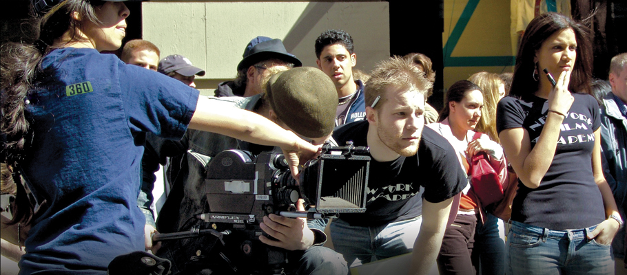 Một trong 7 công việc sáng tạo hứa hẹn lương cao là nghề sản xuất phim