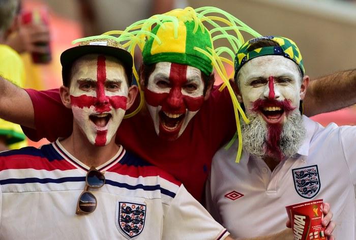 CĐV Anh phấn khích trước trận đấu đội nhà thua thảm trước Italy
