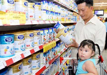 Giá bán lẻ sữa của hãng Vinamilk tăng không nhiều so với giá bán buôn