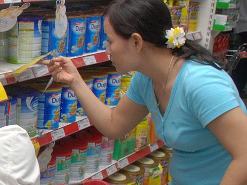 Các siêu thị đã áp dụng giá mới cho nhiều mặt hàng sữa bột dành cho trẻ em