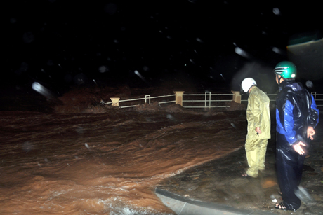 Ngay trong đêm 17- 9, huyện Tiên Yên đã bố trí lực lượng trực đo mực nước dâng.