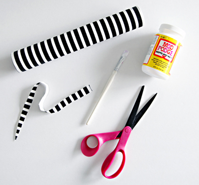 Dán bọc vải hoặc giấy bên ngoài để trang trí cho lõi giấy.