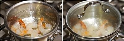 Về phần tôm, đun một nồi nước sôi, cho ít rượu sake và tôm vào, đậy nắp. Khi thấy tôm chuyển màu thì tắt bếp nhưng vẫn đậy nắp để tôm chín hẳn thì lấy ra, để riêng.