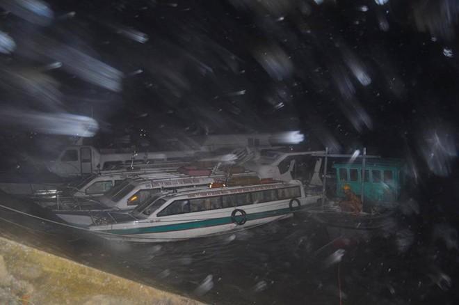 Cấp gió tăng nhanh, Quảng Ninh gồng mình chống bão: