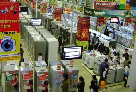 Nhiều DN bán lẻ điện máy tiến hành bán phá giá, đua nhau mở các siêu thị mới để cạnh tranh khiến cho thị trường điện máy ở các thành phố lớn ngày càng sôi động