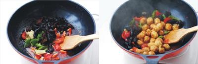 Chuẩn bị một chảo nóng với một ít dầu ăn. Cho phần xì dầu mình pha phía trên vào, tiếp đến cho ớt, mộc nhĩ vào xào đều. Sau đó, cho phần trứng cút chiên vàng vào xào cùng, đảo đều cho trứng ngấm đều gia vị và cho trứng có màu vàng đẹp.
