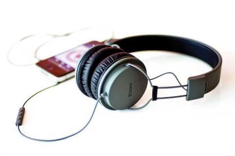 Các game thủ nên chọn mẫu tai nghe tương thích với thiết bị chơi game.