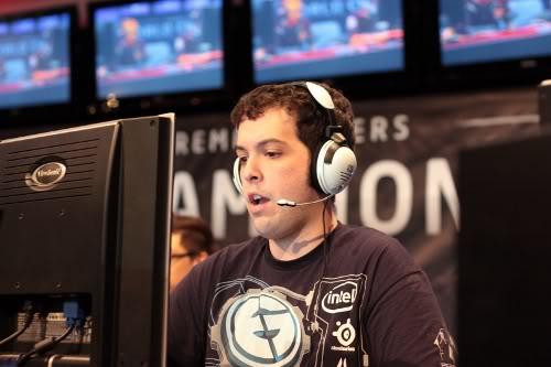 Tai nghe chơi game đi kèm microphone cao cấp giúp các game thủ trao đổi cùng đồng đội trong những tựa game mang tính chiến thuật cao.