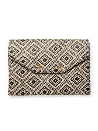 Island time – một kiểu túi phong bì thư luôn là lựa chọn hoàn hảo cho các cô nàng trong mùa thời trang thu năm nay. Nó có hình dáng của hình vuông hay hình chữ nhật với hình tam giác làm nắp túi được gấp giống hình một chiếc phong bì thư. Túi phong bì thư nhỏ được làm giống như chiếc xắc cầm tay hay có thể rộng hơn một chút dành cho bạn gái công sở. Với số tiền khoảng 1.039.000 đồng, các nàng có thể sở hữu kiểu túi màu sắc dịu mát, phong cách ấn tượng này.