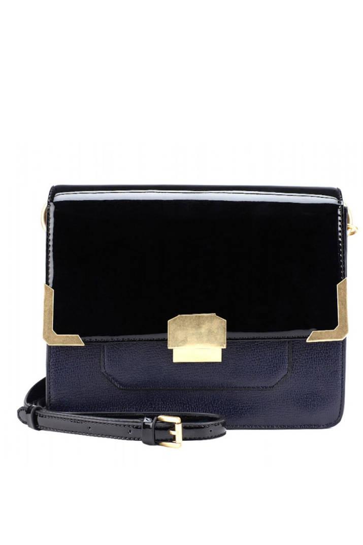 Không thể không nhắc đến chiếc túi Ostwald Helgaon x Aldo màu đen sang trọng, kiểu dáng túi hộp cùng phần dây đeo có thể tùy chỉnh tùy theo từng vóc dáng sẽ là lựa chọn phù hợp cho những cô nàng quyến rũ. Giá của chiếc túi này khoảng 1.378.000 đồng.