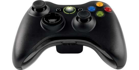 Bên cạnh đó, tay cầm Xbox 360 không dây có hiệu suất sóng wireless lên tới 2,4GHz, cho phép tay cầm có thể truyền tín hiệu tới console ở khoảng cách 30 feet(khoảng 9m) mà không hề có hiện tượng trễ tín hiệu như ở 1 số dòng tay cầm không dây khác. Ngoài ra, tay cầm Xbox 360 không dây cũng có jack cắm cho tai nghe 2.5mm nên các game thủ hoàn toàn có thể chơi game với âm thanh lớn nhất mà không gây ảnh hưởng tới những người cần sự yên tĩnh trong nhà.