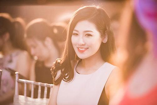 Kể từ sau khi đăng quang Á hậu Việt Nam 2012, Tú Anh ngày càng được khen ngợi về sắc vóc