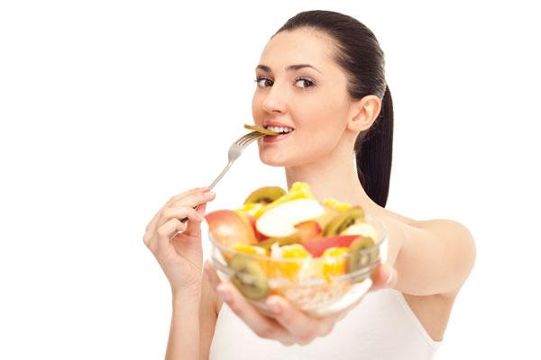 Ăn nhiều trái cây là một cách giúp mọi người ăn uống ngày Tết mà không lo béo