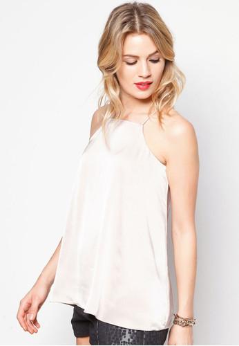 Áo hay váy đầm cổ yếm là món đồ thời trang được phái đẹp ưa chuộng trong hè này