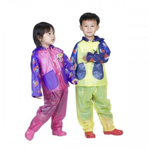 Áo mưa, ủng trẻ em có hàm lượng chất dẻo cao tác động đến hormone gây chuyển đổi giới tính và thậm chí ung thư