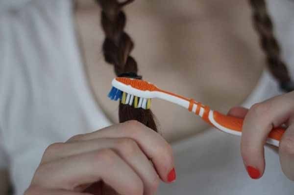 tạo kiểu tóc độc đáo từ bàn chải đánh răng