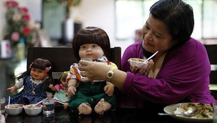 Búp bê Thái Lan được chủ nhân chăm sóc như một đứa trẻ