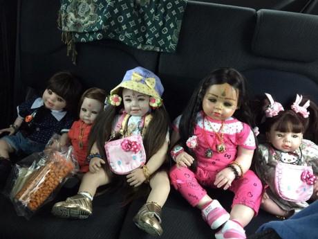 Búp bê thiên thần của Thái Lan được bán vé máy bay như người