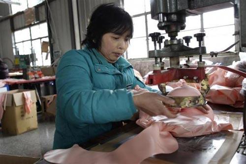 Phần ngực của những con búp bê được làm kĩ lưỡng nhất và có máy chuyên dụng để tạo hình.