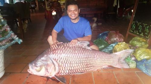 Anh Nghĩa đánh bắt được cá khổng lồ nặng 90 cân