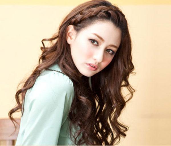 Các kiểu tóc đẹp khoe được vầng trán thanh tú như tóc tết mái được nhiều bạn gái yêu thích