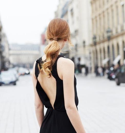 Nếu bạn gái là một người yêu thích sự đơn giản, thì kiểu tóc đuôi ngựa sẽ là gợi ý hoàn hảo