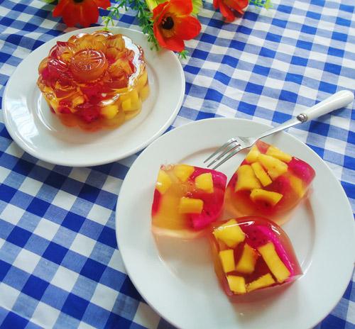 Với cách làm bánh trung thu rau câu nhân hoa quả cho món bánh đầy hấp dẫn