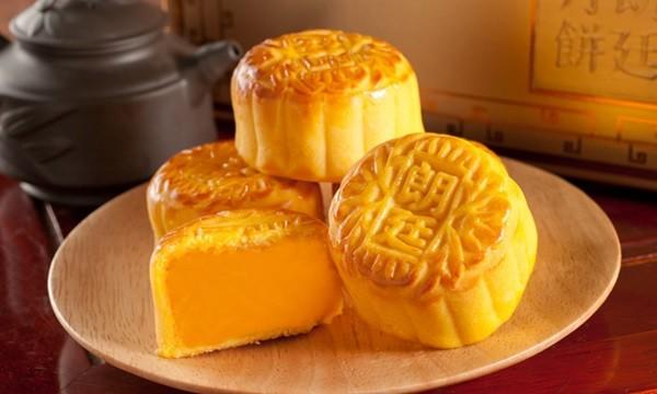 Cách làm bánh trung thu kiểu Hồng Kông không quá khó, sẽ cho ngay món bánh thơm ngon hấp dẫn