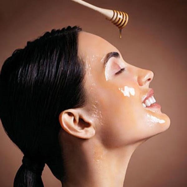 Tác dụng của mật ong với da mặt là làm dưỡng ẩm làn da