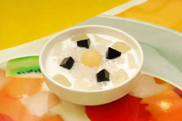 Chè nha đam có thể ăn kèm với thạch, sữa chua rất ngon mát và bổ dưỡng
