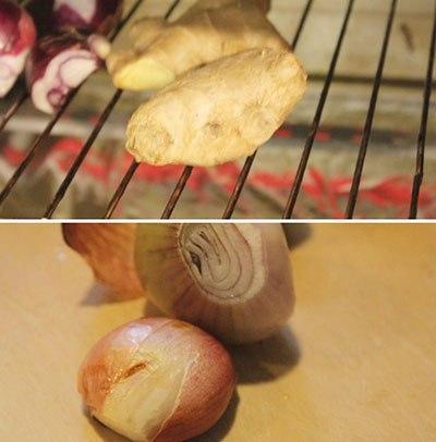 Gừng, hành khô rửa sạch, nướng thơm. Hành lá, giá, rau húng, rau răm, rau mùi, rửa sạch. Thái nhỏ hành lá và rau mùi.