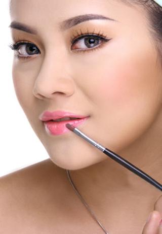 Chị em hãy tham khảo cách làm son môi này để có được đôi môi đẹp và quyến rũ nhất