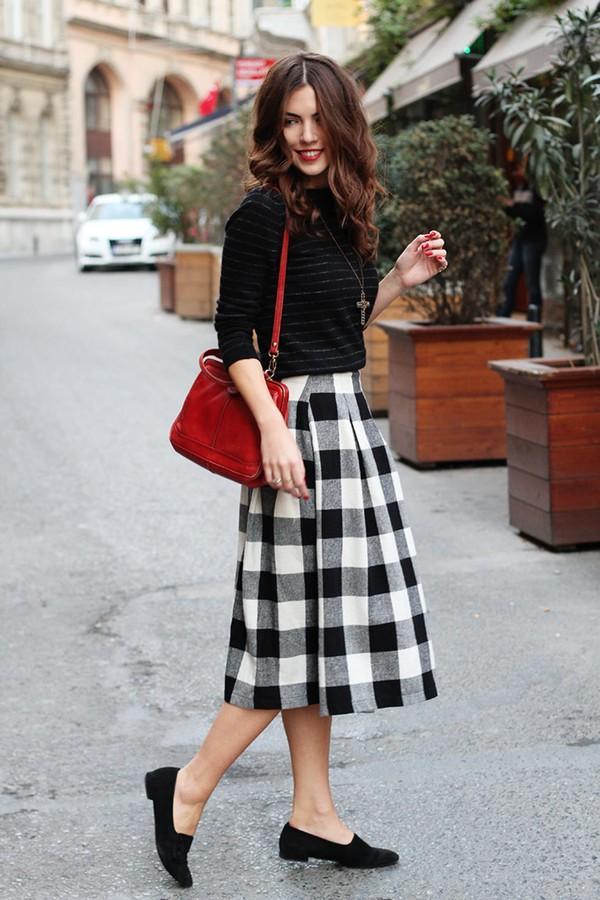 Chân váy hè trẻ trung và cuốn hút với những họa tiết kẻ ô thời trang