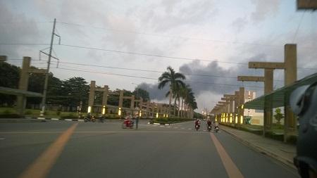 Cột khói cao nghi ngút trong đám cháy dữ dội tại KCN Việt Nam-Singapore