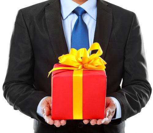 Chọn quà Tết cho sếp cần chú ý không nên quá phô trương