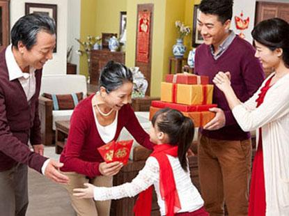 Cần xác định đối tượng tặng quà trước khi chọn quà Tết