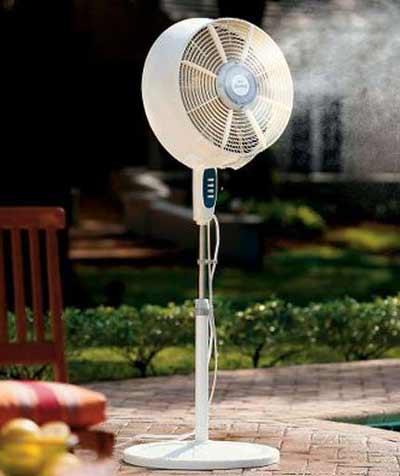 Hiện nay nhiều gia đình chọn quạt hơi nước là thiết bị làm mát