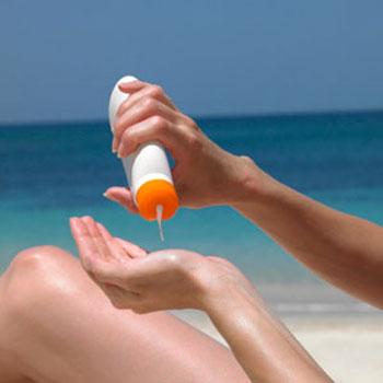 Thử trước kem chống nắng ra tay.