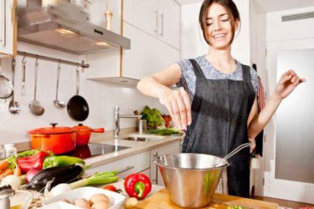 Cần loại bỏ ngay 18 thói quen nấu ăn gây hại sức khỏe